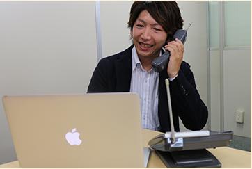 お電話でのご相談に対応中の写真です。